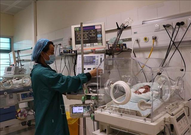 Hành trình ươm mầm sống cho các bé sinh non, nhẹ cân ở bệnh viện tuyến tỉnh - Ảnh 2.