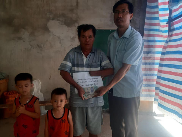 Báo Gia đình & Xã hội trao tiền bạn đọc hỗ trợ các hoàn cảnh khó khăn ở Hà Tĩnh - Ảnh 3.