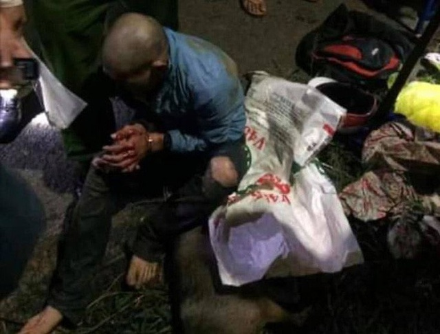 Người dân vây bắt, đánh bầm dập đối tượng trộm chó - Ảnh 4.