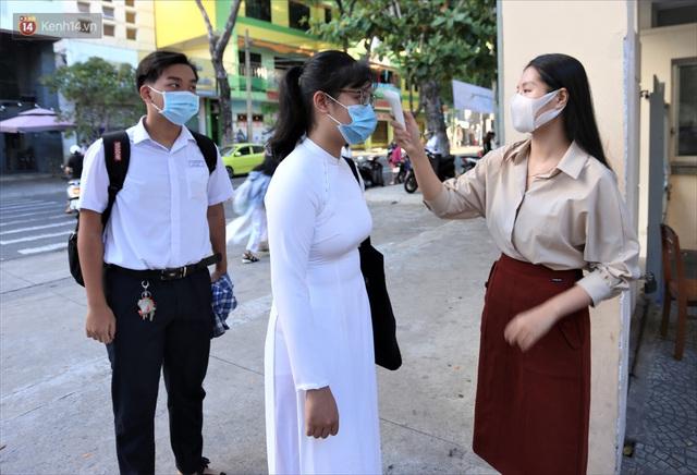 """Ngày đầu học sinh Đà Nẵng đi học lại sau giãn cách xã hội theo phương châm """"5K"""" - Ảnh 2."""