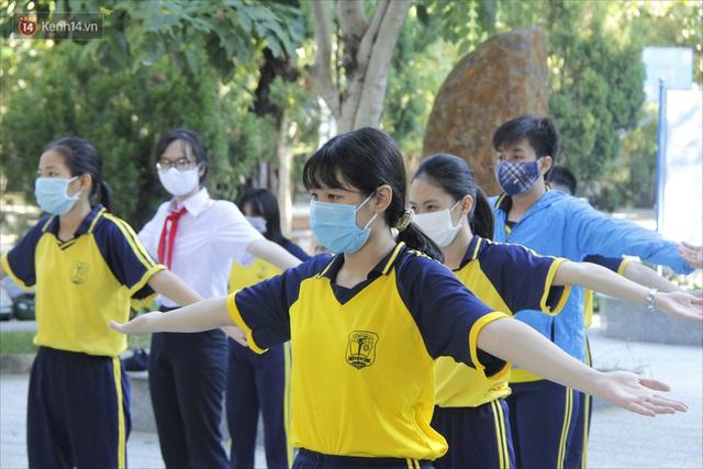 """Ngày đầu học sinh Đà Nẵng đi học lại sau giãn cách xã hội theo phương châm """"5K"""" - Ảnh 12."""