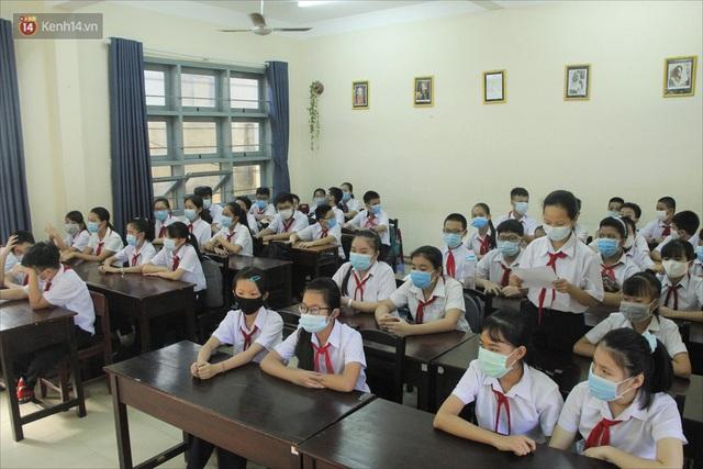 """Ngày đầu học sinh Đà Nẵng đi học lại sau giãn cách xã hội theo phương châm """"5K"""" - Ảnh 14."""