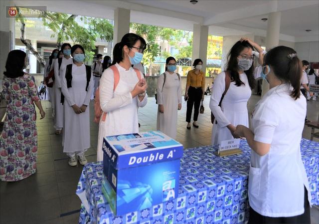 """Ngày đầu học sinh Đà Nẵng đi học lại sau giãn cách xã hội theo phương châm """"5K"""" - Ảnh 15."""