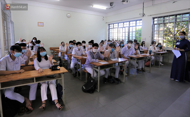 """Ngày đầu học sinh Đà Nẵng đi học lại sau giãn cách xã hội theo phương châm """"5K"""" - Ảnh 21."""