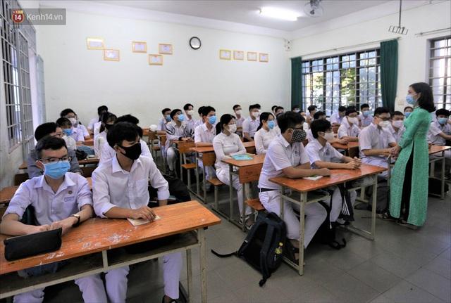"""Ngày đầu học sinh Đà Nẵng đi học lại sau giãn cách xã hội theo phương châm """"5K"""" - Ảnh 26."""