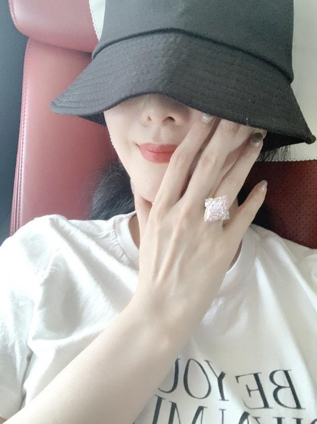 Phạm Băng Băng khoe nhẫn kim cương gần 75 tỷ đồng được bạn trai mới tặng? - Ảnh 1.