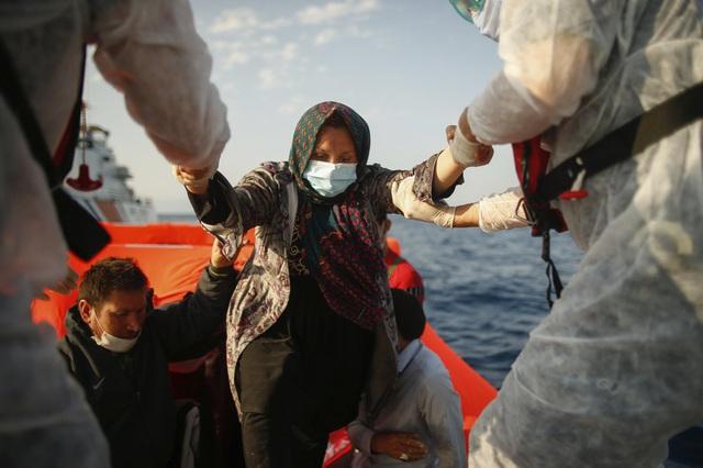 Hàng loạt người di cư bị Hy Lạp gửi trả về đại dương - Ảnh 4.
