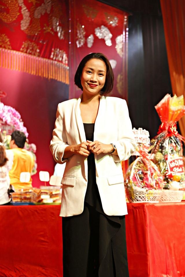 Lê Tuấn Anh cùng bà xã Hồng Vân cúng giỗ tổ sân khấu - Ảnh 9.