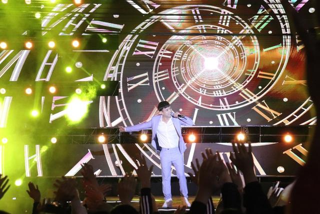 """Hàng ngàn người """"quên lạnh"""" trong đêm Phong Nha Countdown Party 2021 - Ảnh 2."""