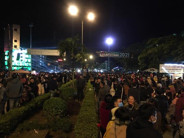 """Hàng ngàn người """"quên lạnh"""" trong đêm Phong Nha Countdown Party 2021 - Ảnh 3."""