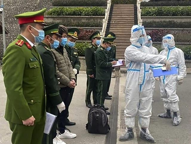 چینی ها که به ویتنام فرار کردند ، تسلیم ویتنام شدند - عکس 1.