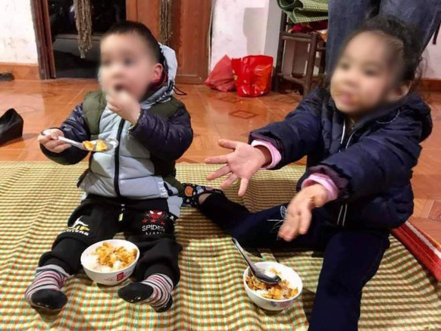 دو کودک در هوای سرد با نامه ای مبنی بر فوت والدینشان رها شدند - عکس 1.