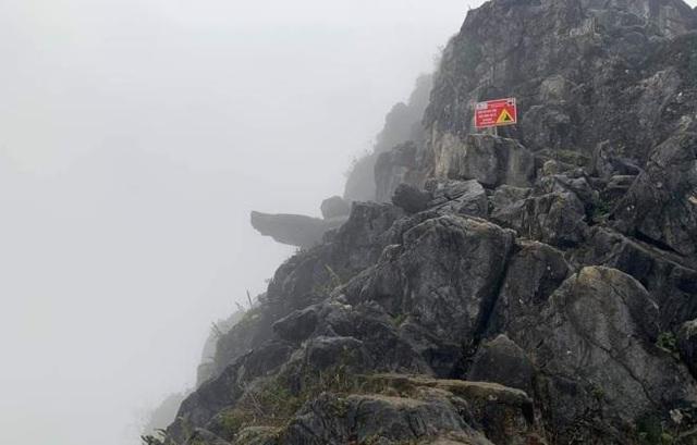 یک مسافر وقتی از صخره مرگ Ha Jiang عکس گرفت ، درون سنگ افتاد - تصویر 1.
