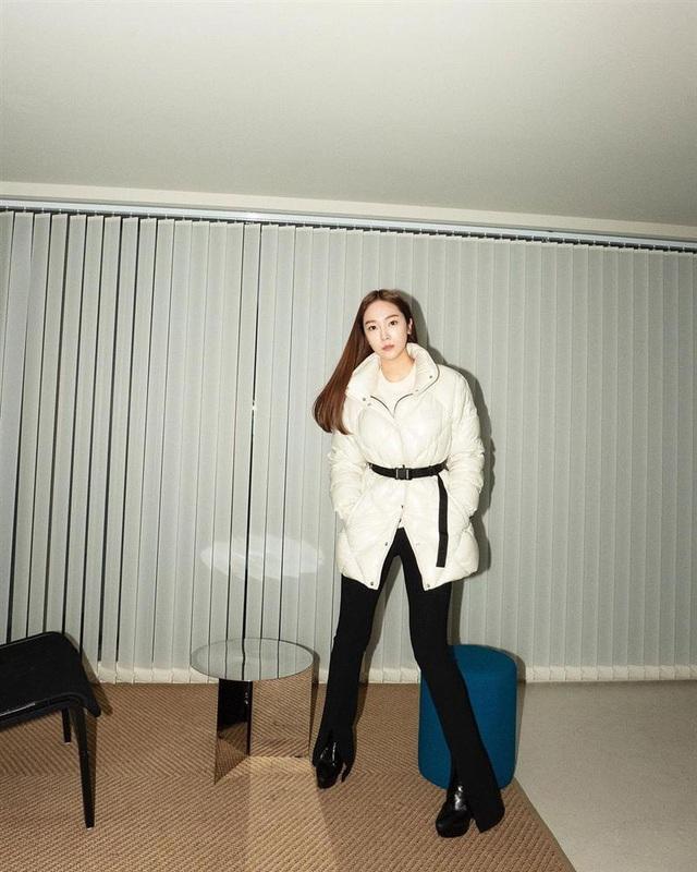 Không phải áo khoác dáng dài, đây mới là những kiểu áo được sao Kpop ưu ái trong ngày đại hàn - Ảnh 2.