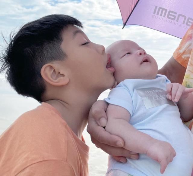 هو نگوک ها برای اولین بار چهره پسرش را نشان داد - عکس 3.