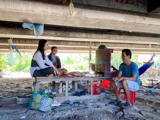 وان ترانگ هنگامی که شاهد خانواده ای فقیر بود که به طور موقت در زیر پل زندگی می کنند ، گریه می کند - عکس 3.