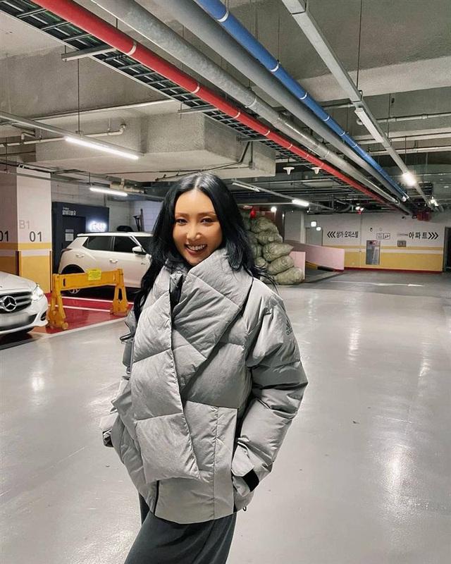 Không phải áo khoác dáng dài, đây mới là những kiểu áo được sao Kpop ưu ái trong ngày đại hàn - Ảnh 11.