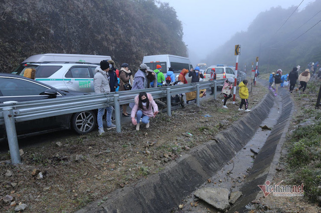 صدها نفر برای تماشای نوار هجوم می آورند ، O Quy Ho Pass برای 2 روز متوالی - عکس 14.