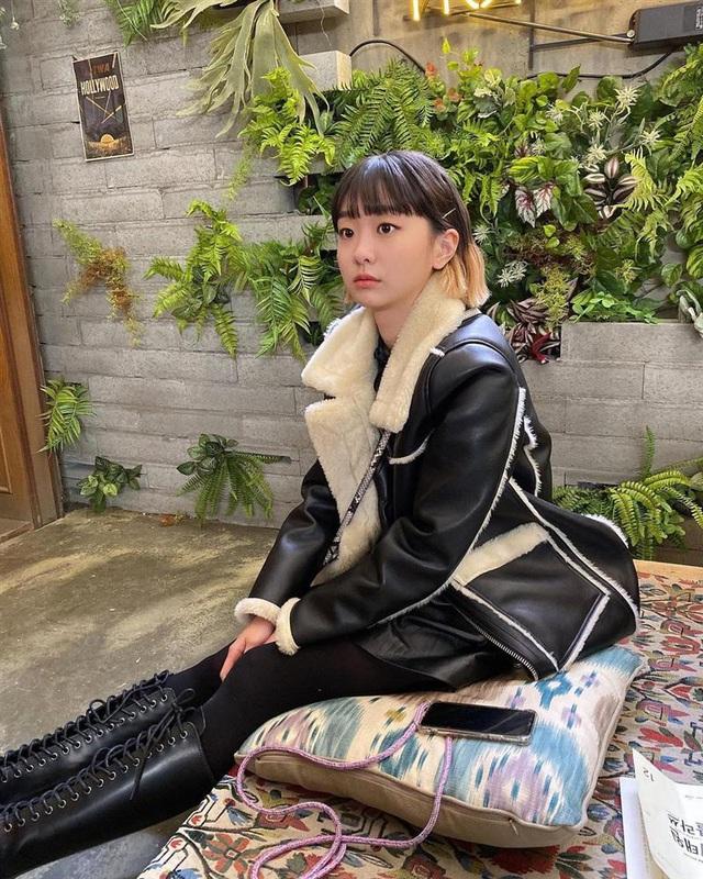 Không phải áo khoác dáng dài, đây mới là những kiểu áo được sao Kpop ưu ái trong ngày đại hàn - Ảnh 4.