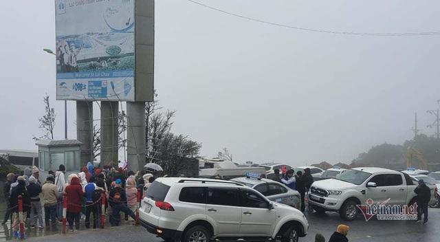 صدها نفر برای تماشای نوار هجوم می آورند ، O Quy Ho Pass برای 2 روز متوالی - عکس 4.