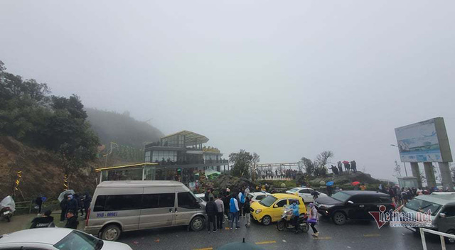 صدها نفر برای تماشای نوار هجوم می آورند ، O Quy Ho Pass برای 2 روز متوالی - عکس 5.