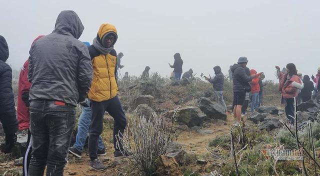 صدها نفر برای تماشای نوار هجوم می آورند ، O Quy Ho Pass برای 2 روز متوالی - عکس 9.