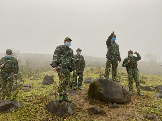 Xúc động hình ảnh lính biên phòng tuần tra giữa trời đông giá rét - Ảnh 2.