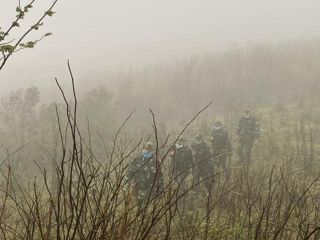 Xúc động hình ảnh lính biên phòng tuần tra giữa trời đông giá rét - Ảnh 3.