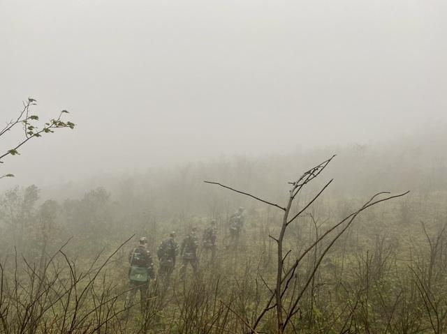 Xúc động hình ảnh lính biên phòng tuần tra giữa trời đông giá rét - Ảnh 7.