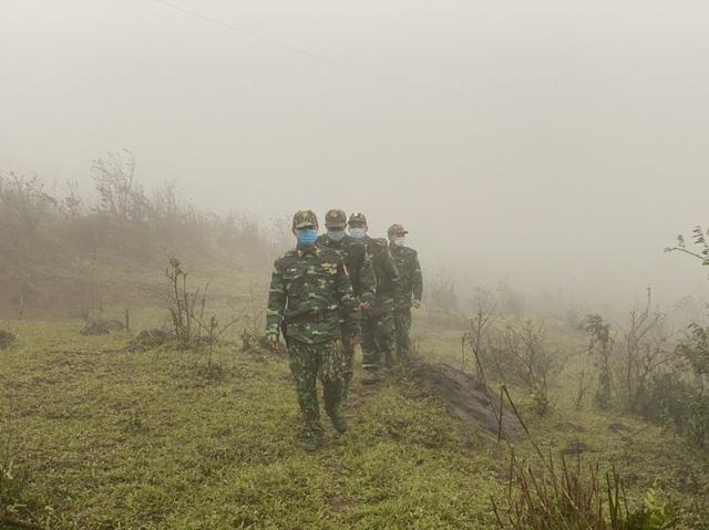 Xúc động hình ảnh lính biên phòng tuần tra giữa trời đông giá rét - Ảnh 8.
