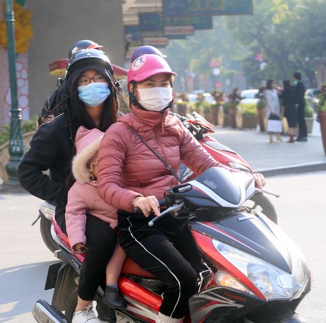 Nắng ấm sau chuỗi ngày rét đậm, người Hà Nội thích thú ra đường - Ảnh 15.