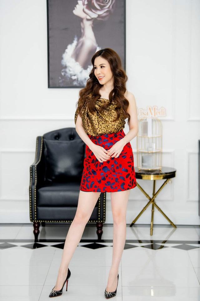"""Hoa hậu Hoàng Dung tiết lộ cách """"mix"""" đồ hiệu - Ảnh 1."""