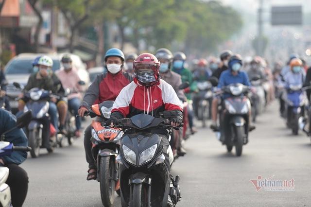 Người Sài Gòn co ro trong tiết trời lạnh 19 độ - Ảnh 1.