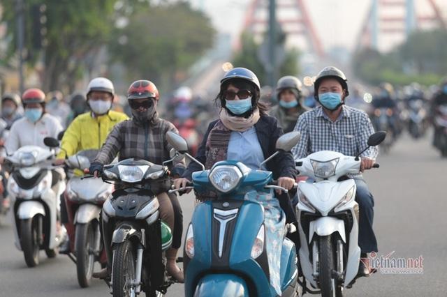 Người Sài Gòn co ro trong tiết trời lạnh 19 độ - Ảnh 2.