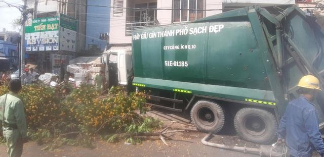 شهر هوشی مین: کامیون زباله کنترل خود را از دست داد ، راننده فریاد زد