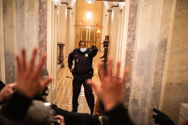 Người hùng Điện Capitol liều mình cứu sống nghị sĩ Mỹ  - Ảnh 2.