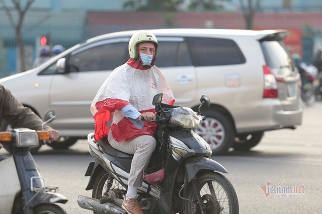 Người Sài Gòn co ro trong tiết trời lạnh 19 độ - Ảnh 11.