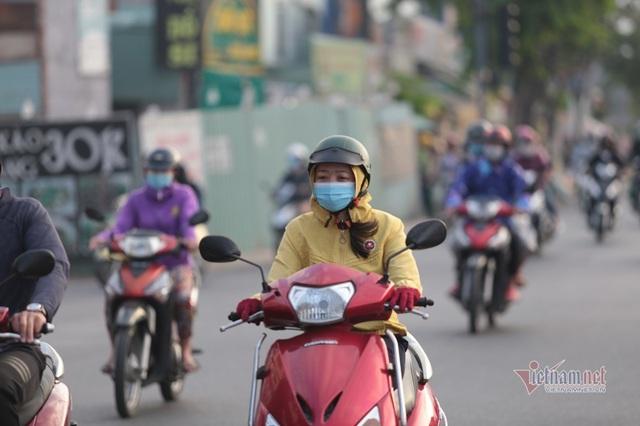 Người Sài Gòn co ro trong tiết trời lạnh 19 độ - Ảnh 3.