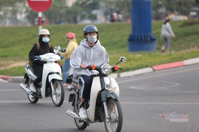 Người Sài Gòn co ro trong tiết trời lạnh 19 độ - Ảnh 7.