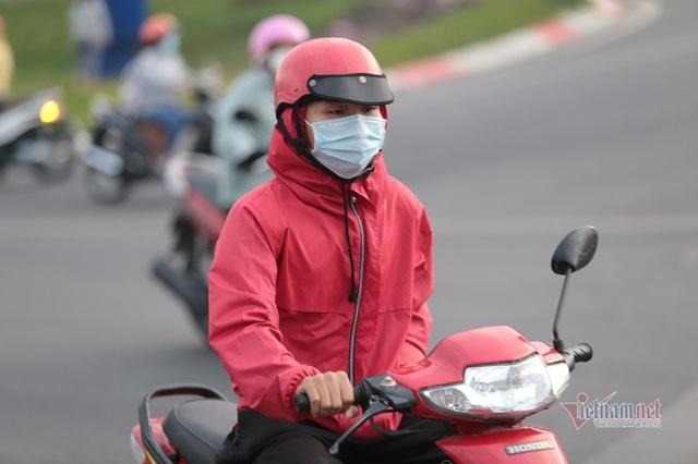 Người Sài Gòn co ro trong tiết trời lạnh 19 độ - Ảnh 8.