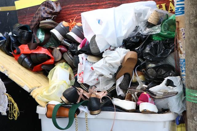 کفاشی در پیاده رو در سایگون: من 2 کیف را تعمیر کردم که حدود 23 هزار دلار هزینه دارد - عکس 3.
