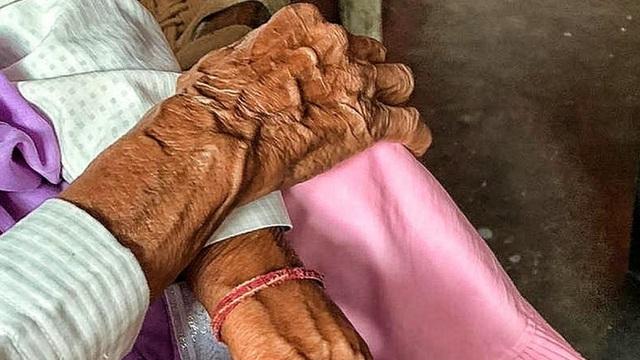 مادربزرگ 70 ساله دارای معلولیت ذهنی در خانه مورد تجاوز قرار گرفت ، جزئیات این حادثه باعث خشم شد - عکس 1.