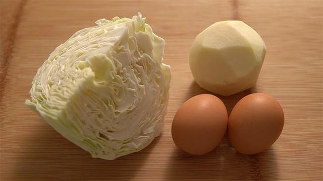 Vẫn là trứng chiên nhưng chỉ cần thêm 2 loại nguyên liệu quen thuộc này, chị em sẽ có ngay món ăn vừa mới lạ, vừa ngon đáo để! - Ảnh 2.