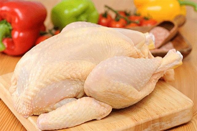 Luộc gà bằng nồi cơm điện, tưởng không được mà thành phẩm lại ngon không tưởng - Ảnh 2.