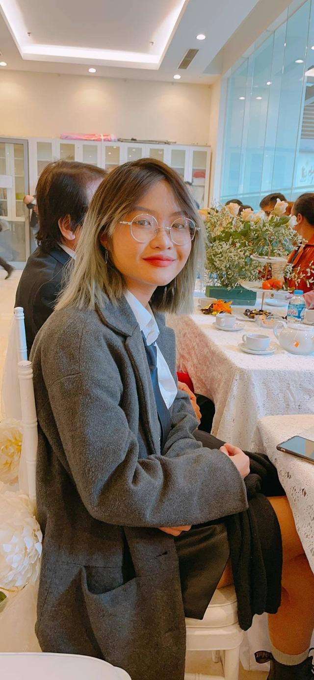 این دو فرزندخوانده ، هنرمند خلق ، کنگ لی ، از آنها برای پرسش از پدر و دوست دختر 15 ساله شان استقبال کرد - عکس 5.