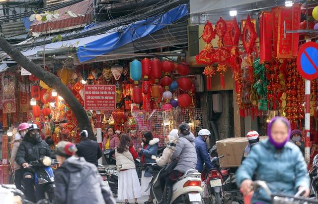 تازه با ورود به سال جدید 2021 ، مردم منتظر خرید لوازم تزئینی کریسمس ماه هستند - عکس 2.