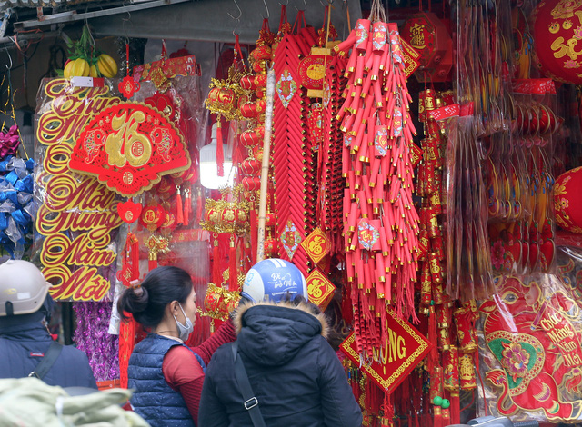 تازه با ورود به سال جدید 2021 ، مردم منتظر خرید لوازم تزئینی کریسمس ماه هستند - عکس 7.