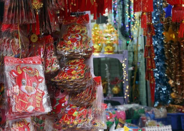 تازه با ورود به سال جدید 2021 ، مردم منتظر خرید لوازم تزئینی کریسمس ماه هستند - عکس 12.