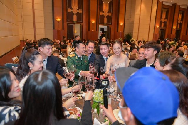 ارتش اپل عروسی هنرمند مردم Cong Ly - Ngoc Ha - تصویر 8 را انجام داد.