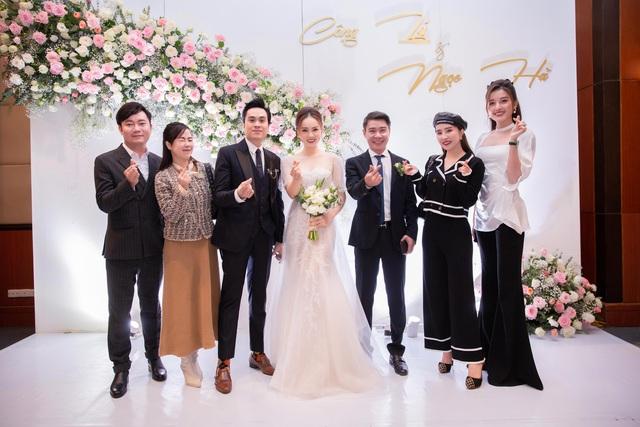 ارتش اپل مراسم عروسی هنرمند مردم Cong Ly - Ngoc Ha - تصویر 14 را برگزار کرد.